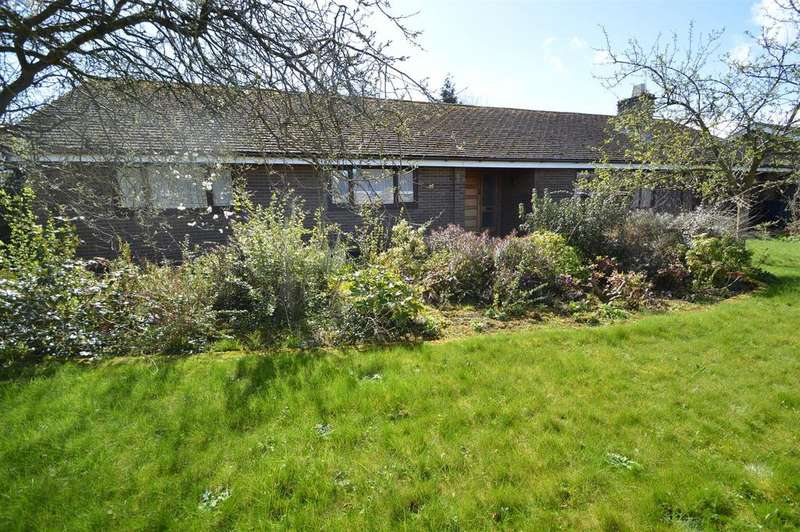 3 Bedrooms Detached Bungalow for sale in 3 Beech Grove, Shawbury, Shrewsbury, SY4 4LB