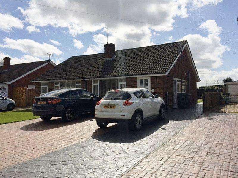 2 Bedrooms Bungalow for sale in Farm Road, Abingdon