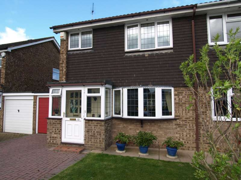 3 Bedrooms Semi Detached House for sale in Wordsworth Avenue, Newport Pagnell, Buckinghamshire
