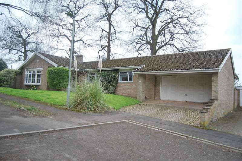 3 Bedrooms Detached Bungalow for sale in Selwyn Close, King's Stanley, Gloucestershire