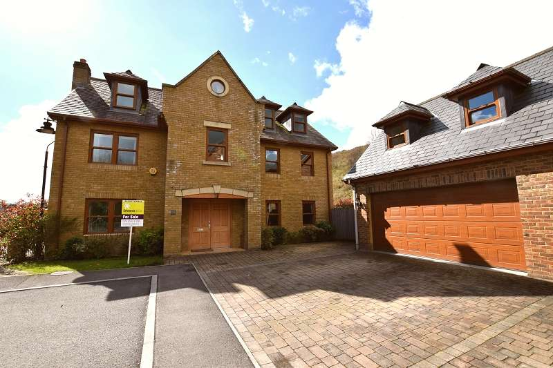 5 Bedrooms Detached House for sale in Coed Y Wenallt , Rhiwbina, Cardiff. CF14 6TN