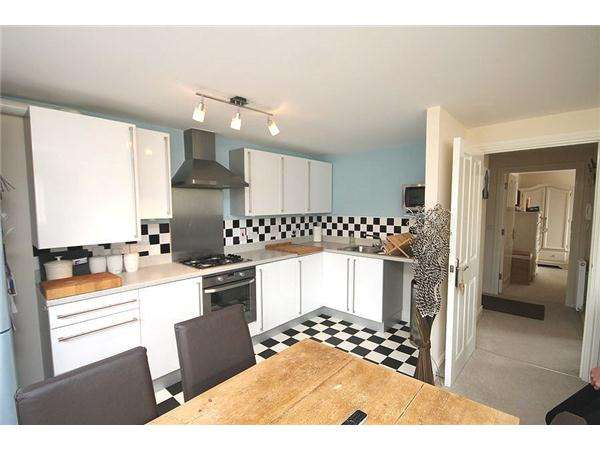 2 Bedrooms Flat for sale in Newfoundland Way, Port Marine