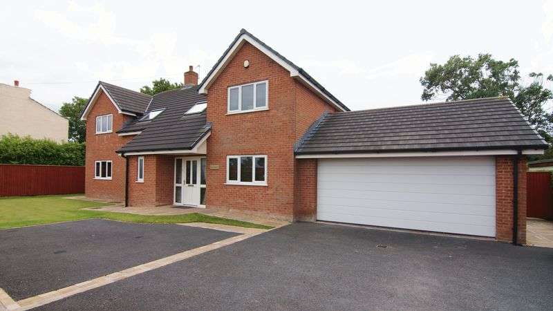 5 Bedrooms Detached House for sale in Blackpool Road, Newton PR4 3RU