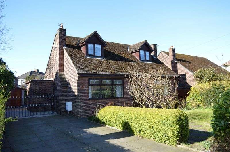 3 Bedrooms Detached Bungalow for sale in Lowton Road, Golborne, WA3 3EF
