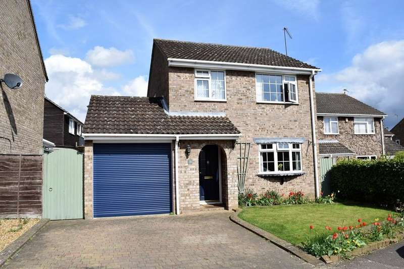 3 Bedrooms Detached House for sale in Tennyson Way, Thetford