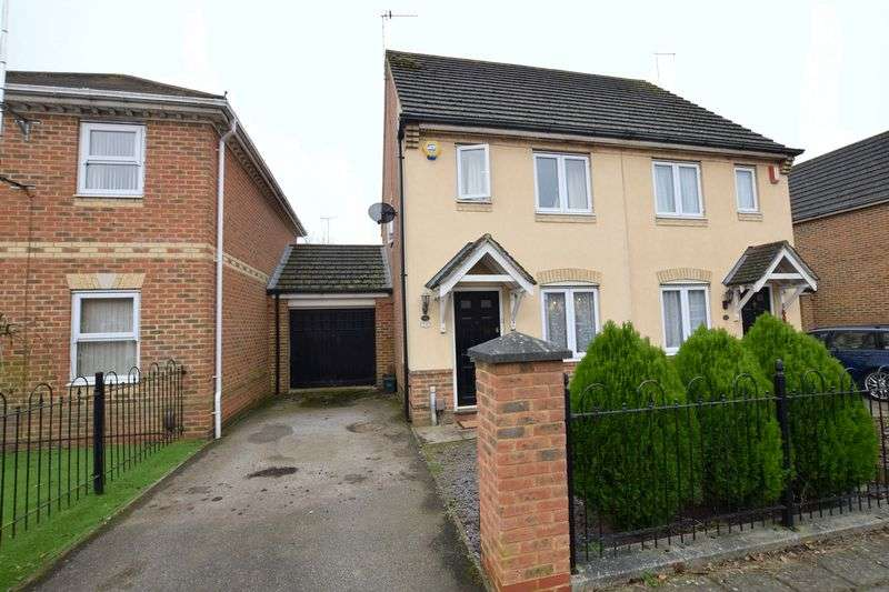 2 Bedrooms Property for sale in Sandhill Way, Aylesbury
