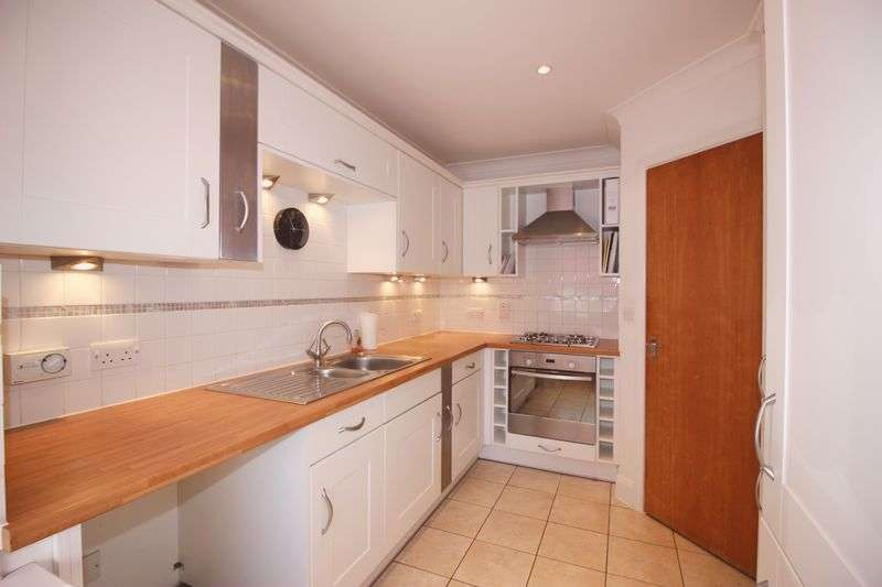4 Bedrooms Terraced House for sale in Queens Avenue, Snodland