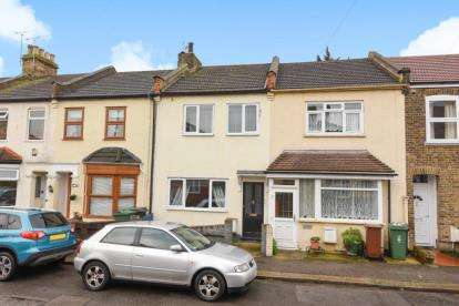 2 Bedrooms Terraced House for sale in Chivers Road, Chingford, London