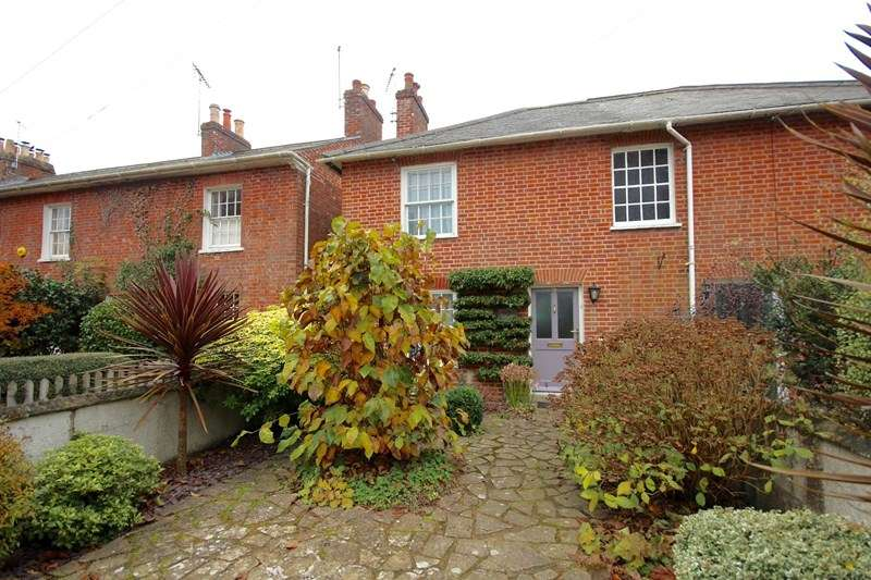 2 Bedrooms Semi Detached House for sale in Southampton Road, Ringwood