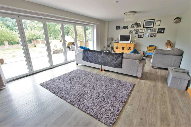 4 Bedrooms Detached House for sale in Lightwood Lane, Norton, Sheffield, S8 8BG