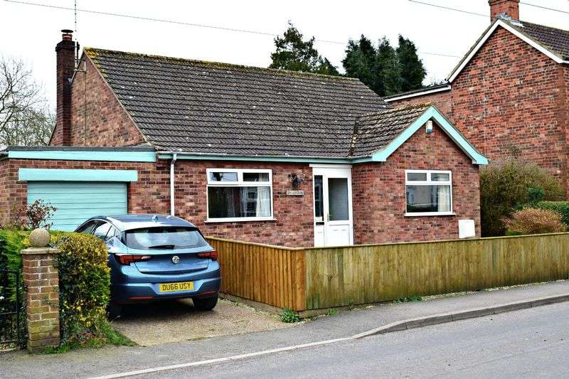 2 Bedrooms Detached Bungalow for sale in North End, Goxhill