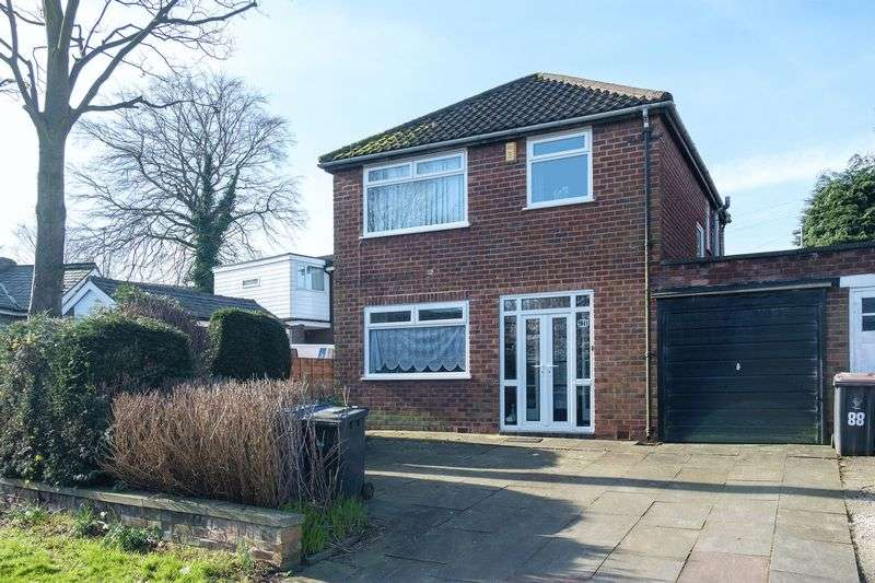 3 Bedrooms Detached House for sale in Half Edge Lane, Manchester