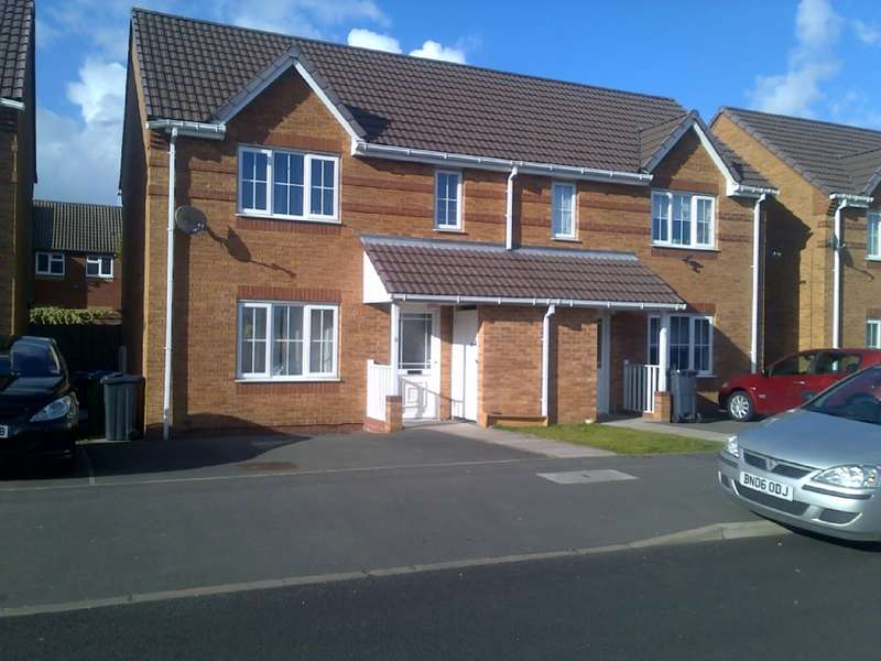 3 Bedrooms Semi Detached House for sale in 3 Bedroom house for sale Tipton, DY4