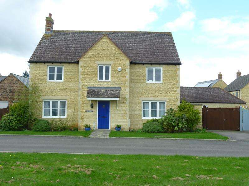 4 Bedrooms Detached House for sale in Ashdeane, Carterton, Oxon