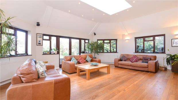 4 Bedrooms Detached House for sale in The Avenue, Crowthorne, Berkshire