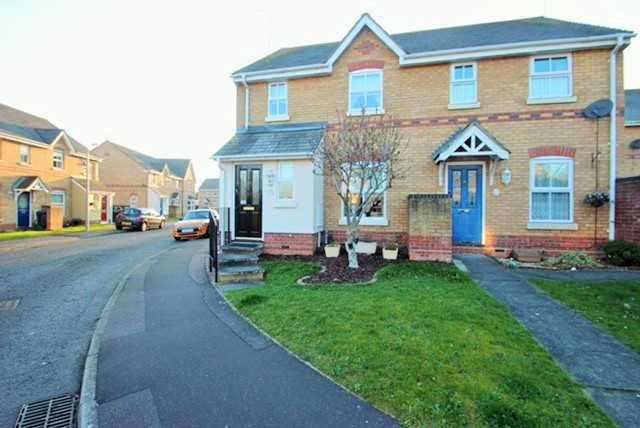 3 Bedrooms Semi Detached House for sale in Chinook, Highwoods, Colchester