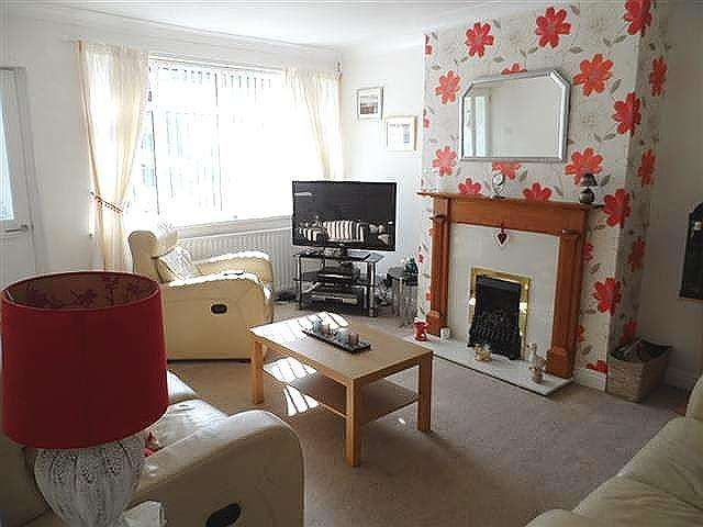 3 Bedrooms Property for sale in Parksway, Knott End On Sea, FY6 0DA