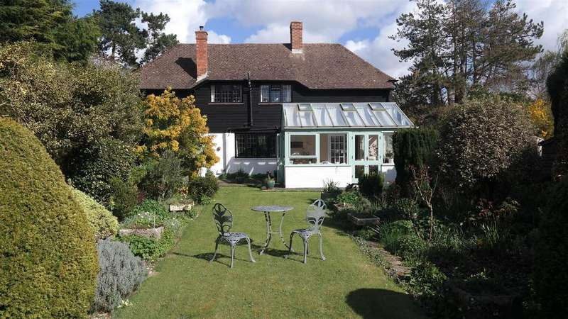 4 Bedrooms Detached House for sale in Pine Grove, West Broyle, Chichester