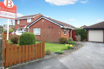 3 Bedrooms Bungalow for sale in Bigby Way, Bramley, Rotherham, South Yorkshire