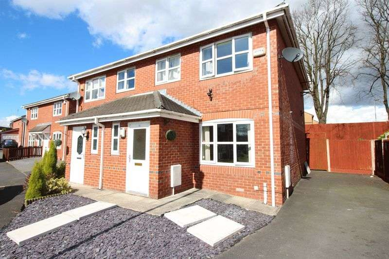 3 Bedrooms Semi Detached House for sale in Traynor Close, Middleton M26