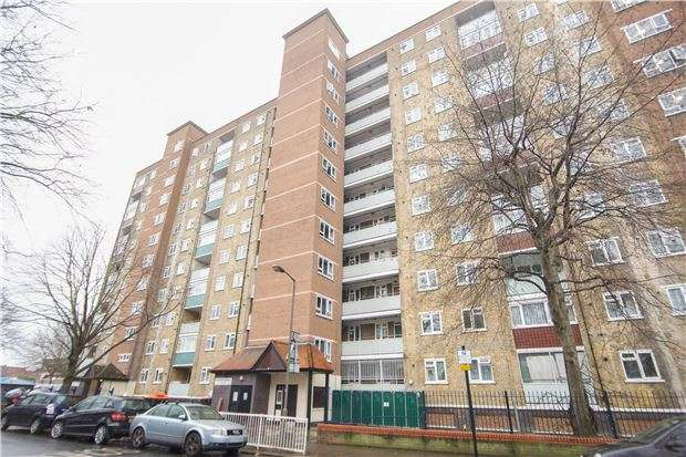 2 Bedrooms Flat for sale in Austin Road, Battersea, LONDON, SW11