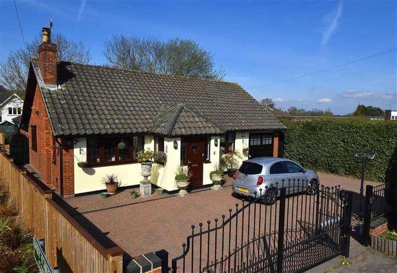 2 Bedrooms Detached Bungalow for sale in The Drift, Keston, Kent