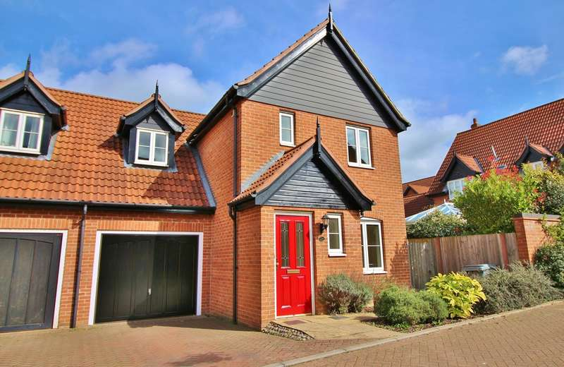 3 Bedrooms Semi Detached House for sale in Proudfoot Way, Aylsham, Norwich