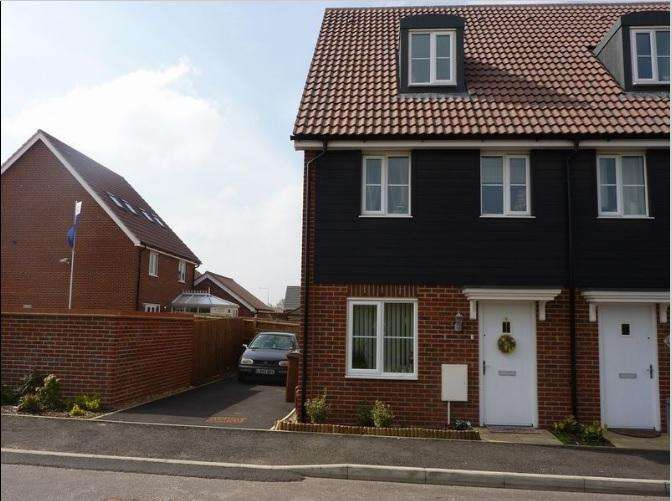 3 Bedrooms Semi Detached House for sale in Fern Way, Red Lodge, Bury St. Edmunds
