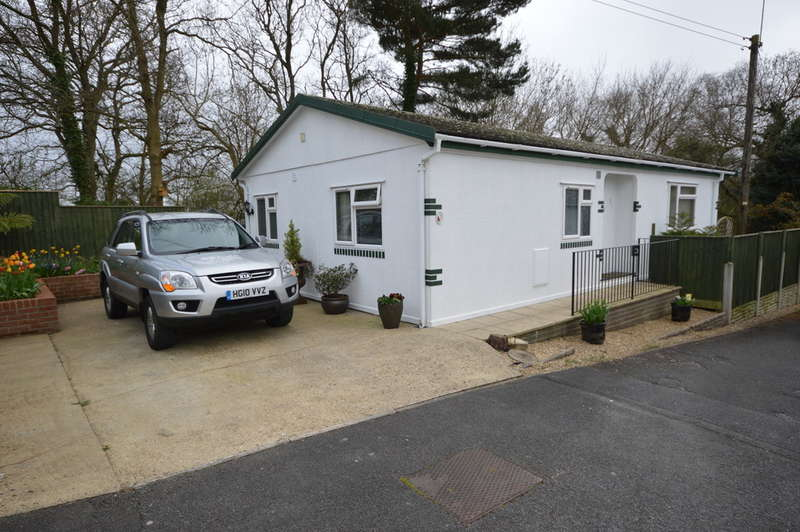 2 Bedrooms Detached House for sale in Westwood Park, New Milton