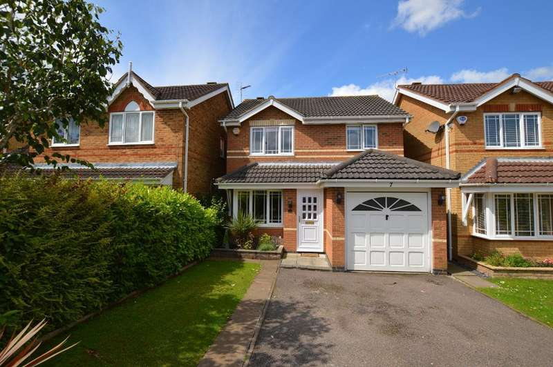 3 Bedrooms Detached House for sale in Haycroft, Luton, Bedfordshire, LU2 7GJ