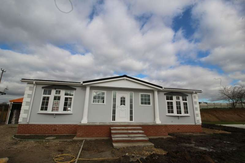 2 Bedrooms Detached Bungalow for sale in Harpswell Hill Park, Hemswell, Gainsborough, DN21
