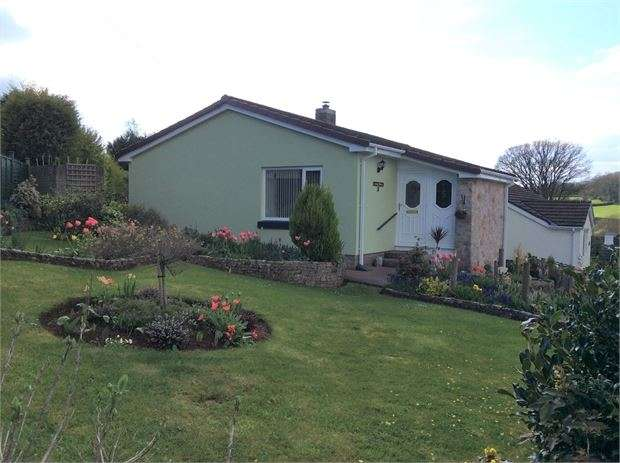 2 Bedrooms Detached Bungalow for sale in Huxley Vale, Kingskerswell, Newton Abbot, Devon. TQ12 5ED