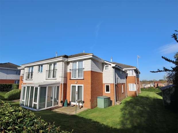 2 Bedrooms Flat for sale in 68 Oakdale Road, Oakdale, POOLE, Dorset