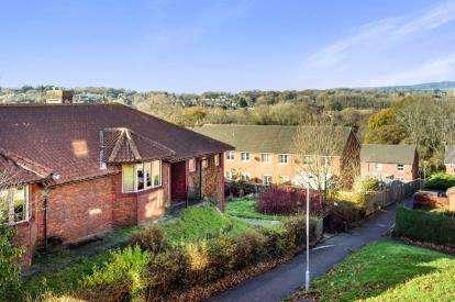 1 Bedroom Flat for sale in Brynheulog, Pentwyn, Cardiff, Caerdydd