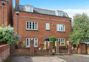 5 Bedrooms Detached House for sale in Sylvan Mews, Ingress Park, Greenhithe, Kent