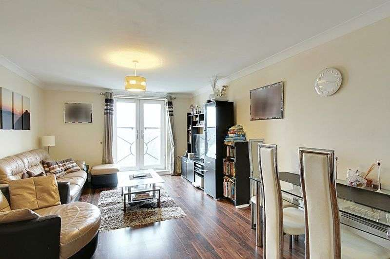 2 Bedrooms Flat for sale in Ruislip Road East, Greenford