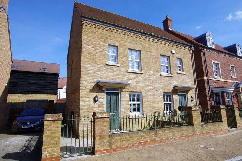 2 Bedrooms Semi Detached House for sale in East Wichel