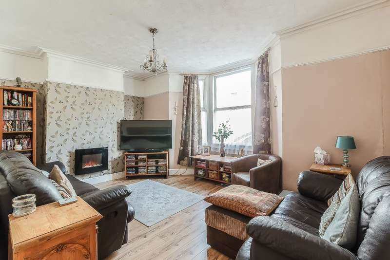 3 Bedrooms Semi Detached House for sale in Weston super mare Somerset, BS23
