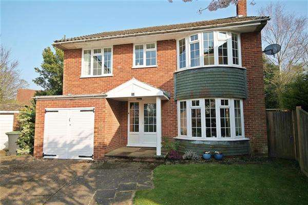 4 Bedrooms Detached House for sale in River Court, Chartham
