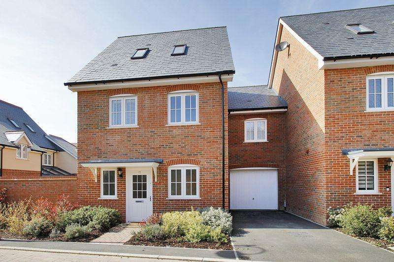 4 Bedrooms Link Detached House for sale in Brown Close, Wickhurst Green, Broadbridge Heath