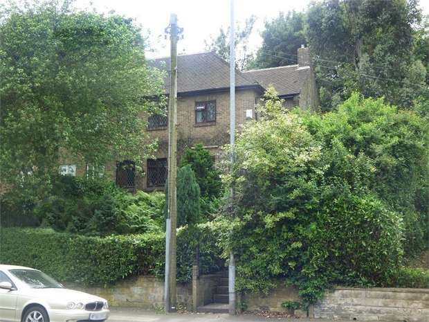 3 Bedrooms Semi Detached House for sale in St Johns Road, Huddersfield, West Yorkshire