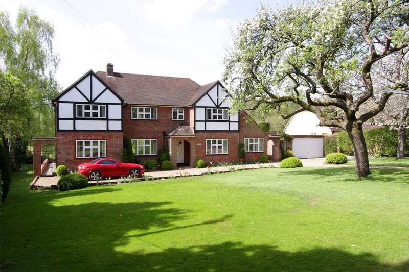 5 Bedrooms Detached House for sale in Drovers Lane, Amersham, HP7