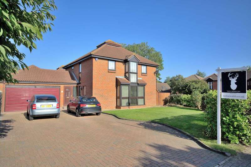 4 Bedrooms Detached House for sale in Shenley Lodge, Milton Keynes