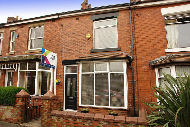 2 Bedrooms Terraced House for sale in 39 Moreton Street, Chadderton, Oldham