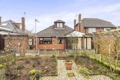 2 Bedrooms Bungalow for sale in Lynwood Avenue, Wall Heath, Kingswinford, West Midlands