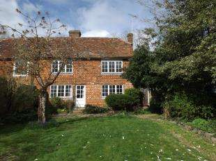 3 Bedrooms Semi Detached House for sale in Rye Road, Sandhurst, Cranbrook, Kent