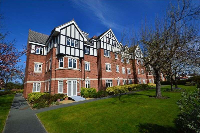 2 Bedrooms Flat for sale in Market Street, Hoylake