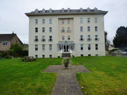 2 Bedrooms Flat for sale in Westbourne House, Westbourne Drive, Cheltenham, Gloucestershire