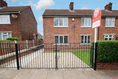 3 Bedrooms Semi Detached House for sale in Violet Avenue, Edlington, Doncaster