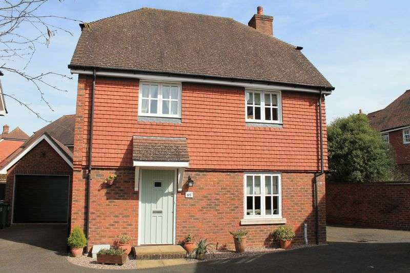 3 Bedrooms Detached House for sale in Morris Drive, Billingshurst
